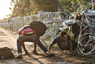 Hungría cierra del todo su frontera con Serbia e impide el paso a los refugiados