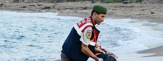 #KıyıyaVuranİnsanlik: el niño sirio ahogado que huía de la guerra rumbo a una isla griega