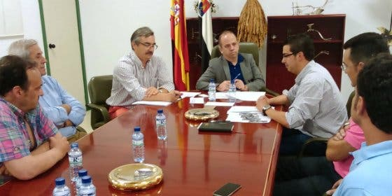 El Alcalde de Valencia de Alcántara se reúne con el Consejero de Desarrollo Rural