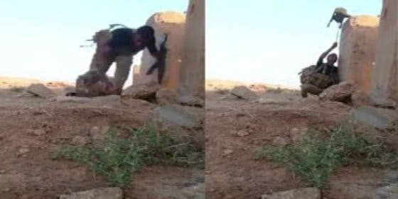 [Vídeo] El avispado soldado que salva su vida burlándose de un tirador del EI