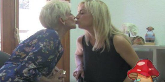 """La exalcaldesa de Alicante dando el cante y besándose con una transformista: """"Paco, no me toques la seta"""""""