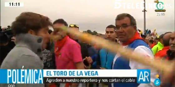 """Golpean a un reportero de Ana Rosa en el Toro de la Vega y la presentadora estalla: """"¡Esto no es una fiesta, esto es una guerra"""""""