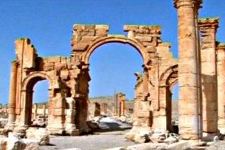 Las bestias del El Estado Islámico destruyen también el Arco del Triunfo de Palmira