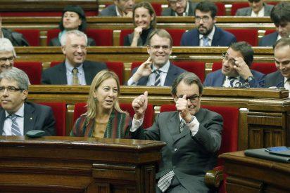 El Parlament catalán paraliza durante 48 horas la tramitación de la 'independencia' de la República de Cataluña