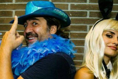 Así de 'sexy' baila Javier Bardem en el escenario con U2... ante el 'mosqueo' de Penélope Cruz