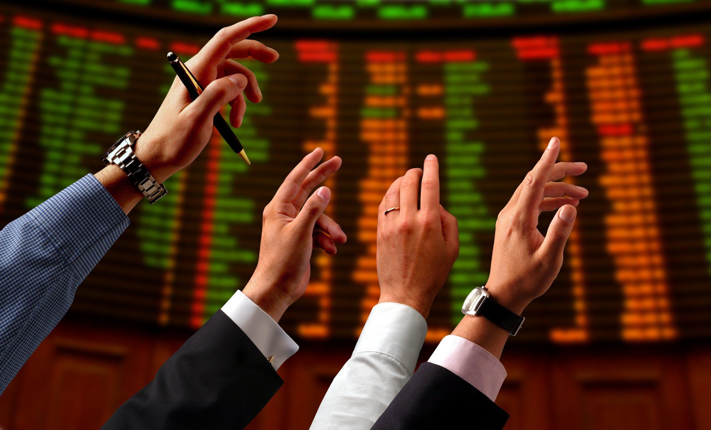 El Ibex 35 sube más de un 3% y reconquista los 9.900 puntos