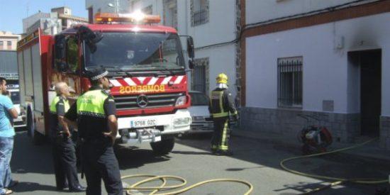 La Presidenta de la Diputación de Cáceres se reúne con el colectivo de bomberos