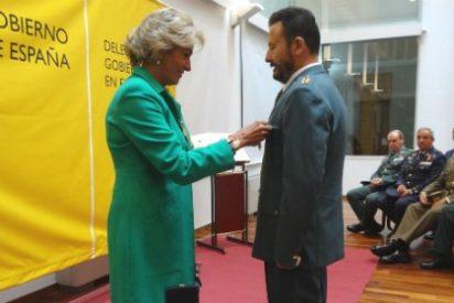 El brigada José Román Molguero recibe la Medalla al Mérito de la Seguridad Vial