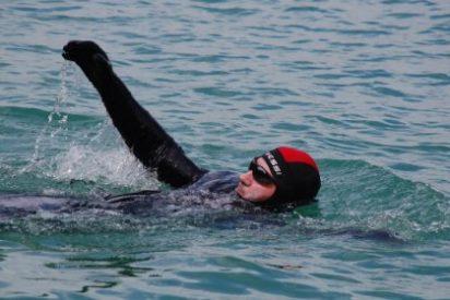 Carlos Peña nadará 80 km de forma continuada en el Gran Embalse de Alcántara (Cáceres)