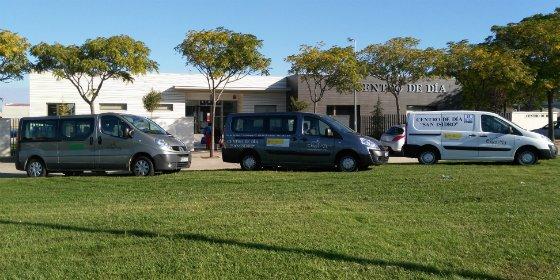 """El Centro de Día """"San Isidro"""" de Don Benito, cuenta con 2 vehículos adaptados para usuarios con movilidad reducida"""