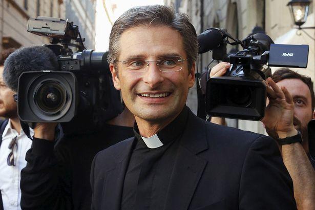 """""""La Iglesia ha convertido en un infierno la vida de los gays"""""""