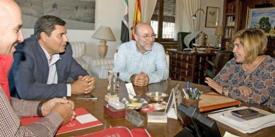 La presidenta de la Diputación de Cáceres se reúne con el secretario regional de UGT