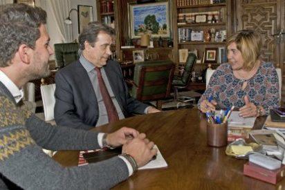 La presidenta de la Diputación de Cáceres se reúne con el director de la RAEx de la Letras y las Artes
