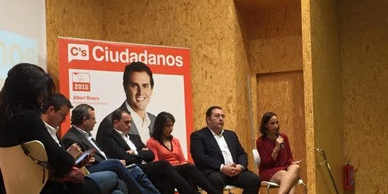 Ciudadanos (C's) llena el Centro Cívico Julián Sánchez El Charro con un mensaje de ilusión por el cambio