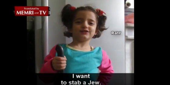 """[Vídeo] La dulce niña es el orgullo del padre: """"Quiero apuñalar a un judío"""""""