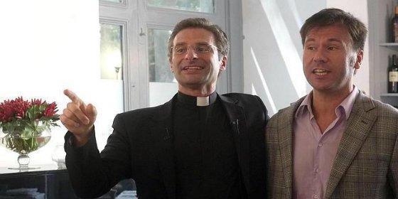 El cura soberanista con novio catalán sale del armario y monta un cirio