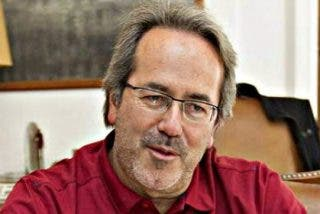 El alcalde progre de Zamora se gasta 2.000 euros en tapizar un sofá en rojo por la 'nueva situación'