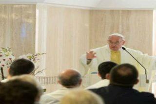 """Francisco critica el """"apego a la riqueza"""" que """"divide a las familias y provoca las guerras"""""""