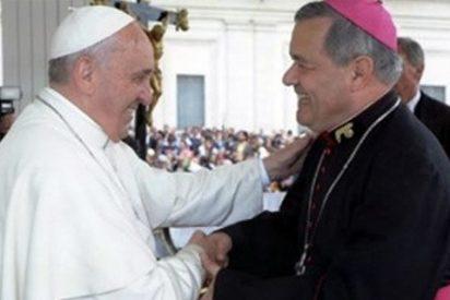 """El Papa defiende a Juan Barros y pide a la diócesis que no se deje llevar """"por macanas"""""""