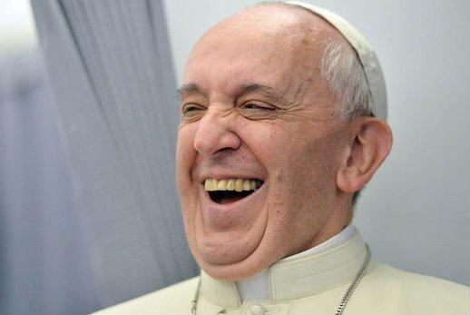 """Guillermo Karcher: """"El Papa se rió mucho de la noticia de su enfermedad"""""""