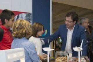 Fernández Vara compromete el impulso de la Junta de Extremadura a las energías renovables
