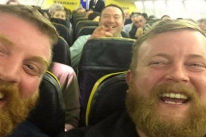 ¡Misterio en el aire! Se encuentra con su doble exacto en un vuelo de Ryanair