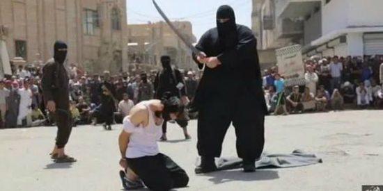 'Bulldozer': el verdugo gigante del Daesh que amputa manos y pies a niños