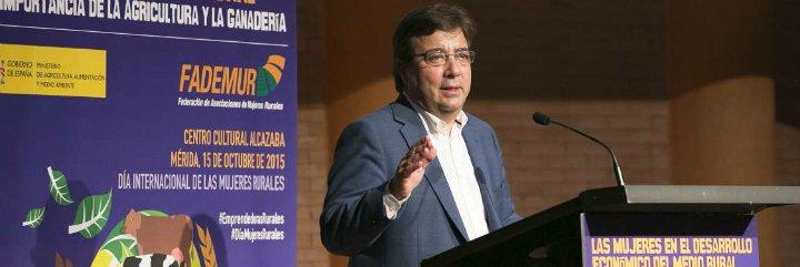 """Fernández Vara: """"El mundo rural existe porque existieron mujeres que allí se quedaron"""""""