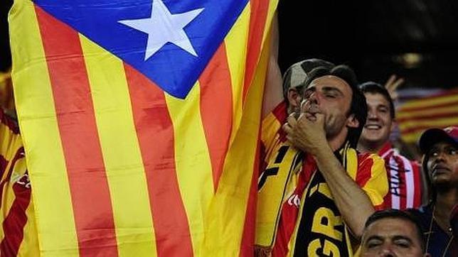 La UEFA vuelve a sancionar al Barça por las esteladas en el Camp Nou