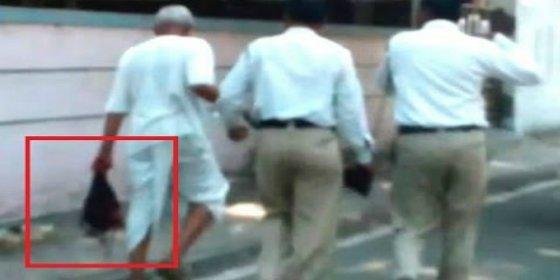 [Vídeo] Decapita a su mujer por haberle puesto cuernos con el yerno... y se pasea con la cabeza en una mano