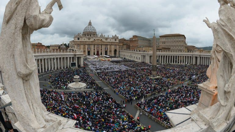"""Teólogos de todo el mundo apoyan al Papa """"en su apertura y solución de problemas urgentes"""""""