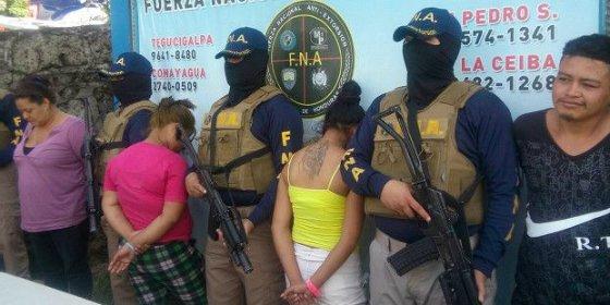 Las 'brujitas' que reclutan las maras en Honduras para cobrar extorsiones