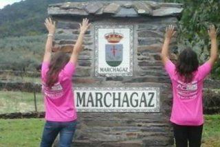 La localidad cacereña de Marchagaz se tiñe de rosa