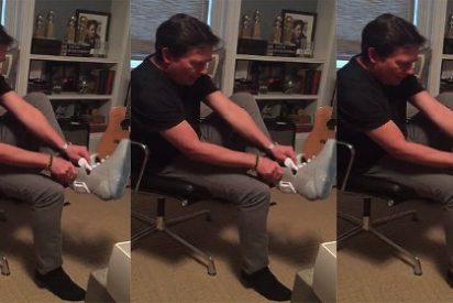 Así se prueba Michael J. Fox las Nike de 'Volver al Futuro' que podrás comprar en 2016