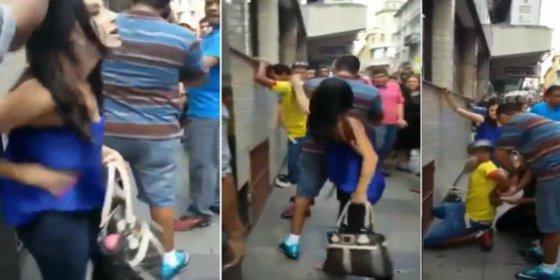 ¿Qué hace esta cabreada mujer para vengarse de su asaltante callejero?