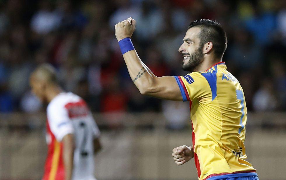El Valencia encuentra un comprador en la Liga para Negredo