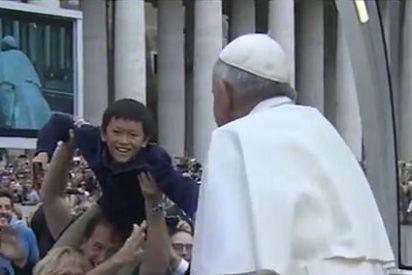 """El Papa pide """"perdón por los escándalos que, en estos últimos tiempos, han acaecido en Roma y en el Vaticano"""""""