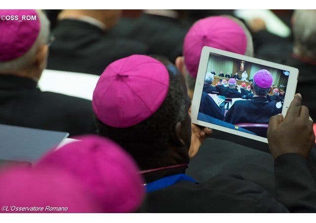 Teólogos españoles piden la eucaristía para los divorciados vueltos a casar
