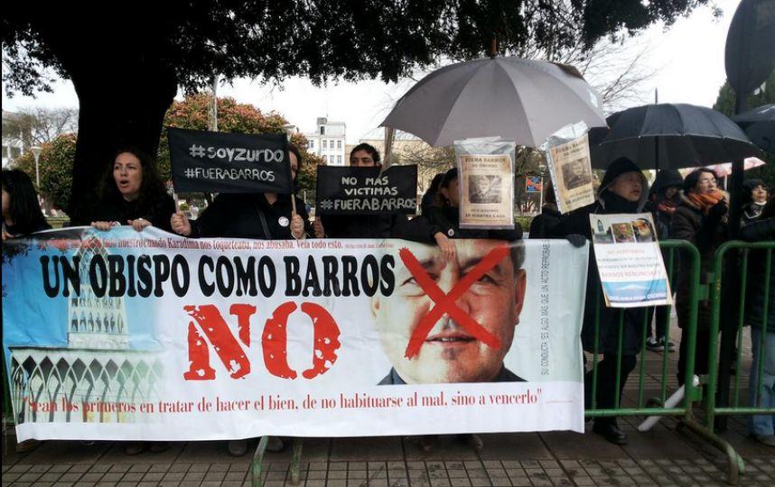 Las protestas contra Juan Barros se recrudecen tras las palabras del Papa