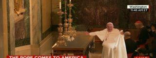 [Vídeo] El truco del Papa Francisco con el mantel no es un milagro