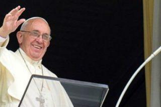 """Francisco, en el Angelus: """"No seamos sociedad-fortaleza, sino sociedad-familia, capaces de acoger"""""""