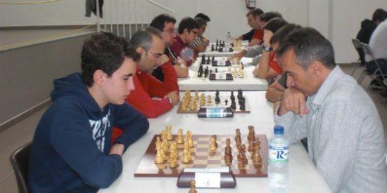 """Julián Figuero vence en el torneo de Ajedrez """"Puente del Pilar"""" en Badajoz"""