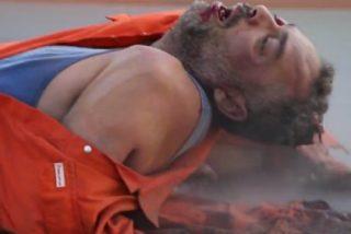 El Daesh despelleja al 'espía gritón' arrastrándolo con un Toyota