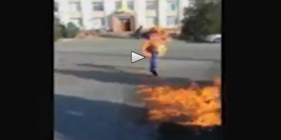El huérfano se quema vivo porque ninguna institución le quiere ayudar