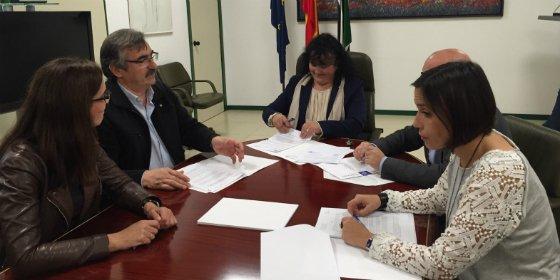 Las dos diputaciones y Junta de Extremadura entregarán ganado a afectados por el incendio de Gata