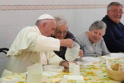 El Papa almorzó con 60 pobres en Florencia