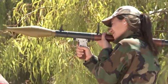 Con este tiro luchan las mujeres de la brigada femenina fieles a Al Assad