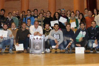 El alcalde de Mérida entrega diplomas a los 40 alumnos del proyecto Aprendizext