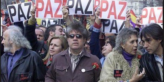 """Antonio Burgos contra los del 'No a la guerra': """"Gracias a ellos, están ganando los asquerosos terroristas"""""""