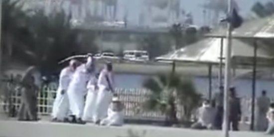 El vídeo secreto del verdugo árabe que corta tres cabezas a destajo